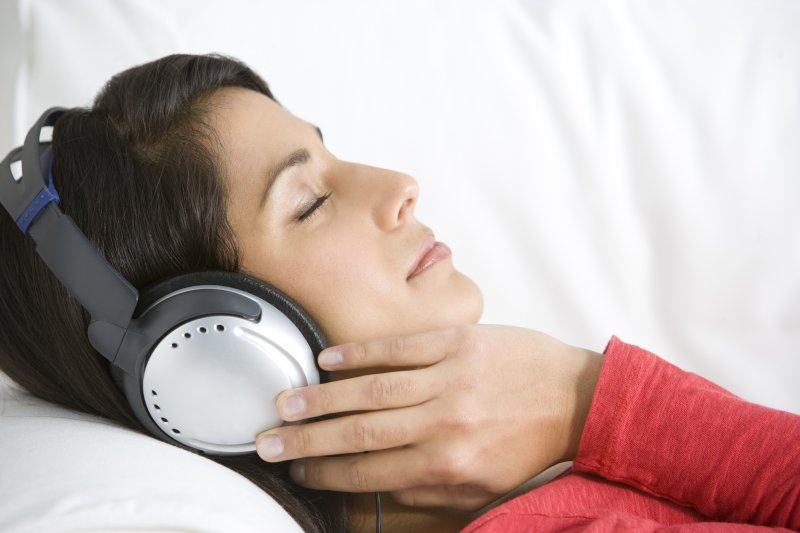 woman relaxed wearing headphones
